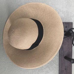 Solar Escape floppy sun hat
